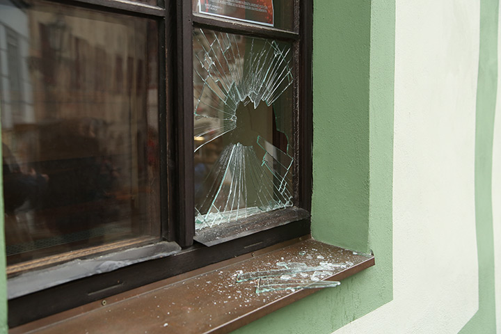 A2B Glass are able to board up broken windows while they are being repaired in Barnes.